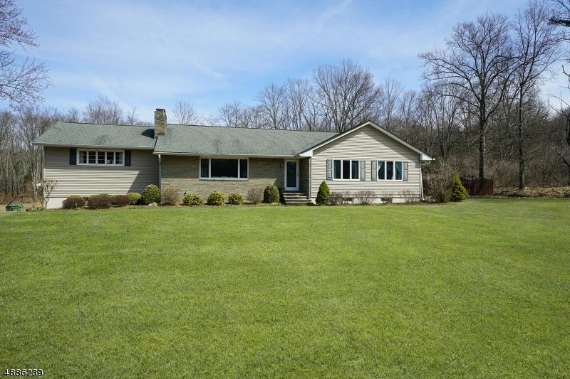 Maison unifamiliale pour l Vente à 28 VALLEY Road Mansfield, New Jersey 07863 États-Unis