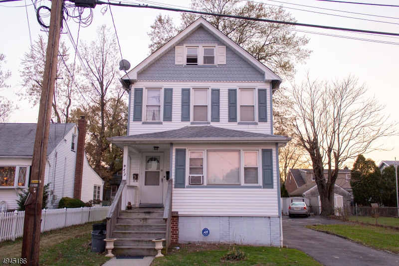 Multi-Family Homes för Försäljning vid Roselle Park, New Jersey 07204 Förenta staterna