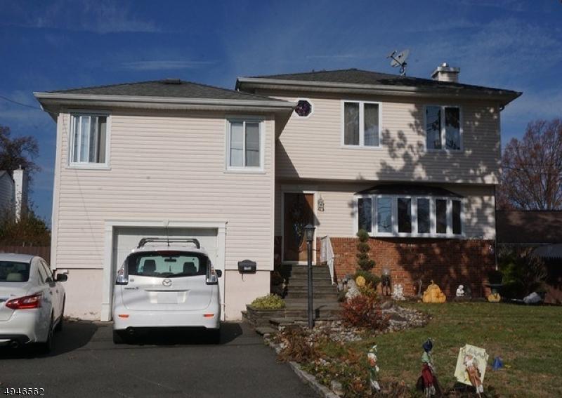 Single Family Homes pour l Vente à Linden, New Jersey 07036 États-Unis