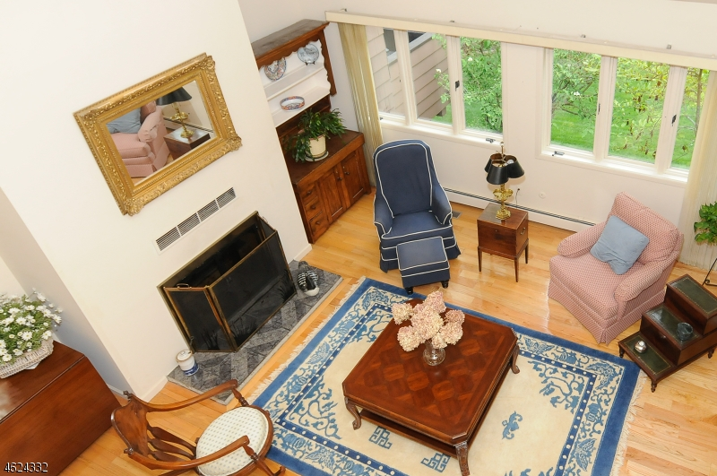 Additional photo for property listing at 13 Grist Mill Run  Mahwah, Нью-Джерси 07430 Соединенные Штаты