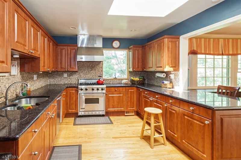 Additional photo for property listing at 305 Walnut Street  Livingston, New Jersey 07039 États-Unis