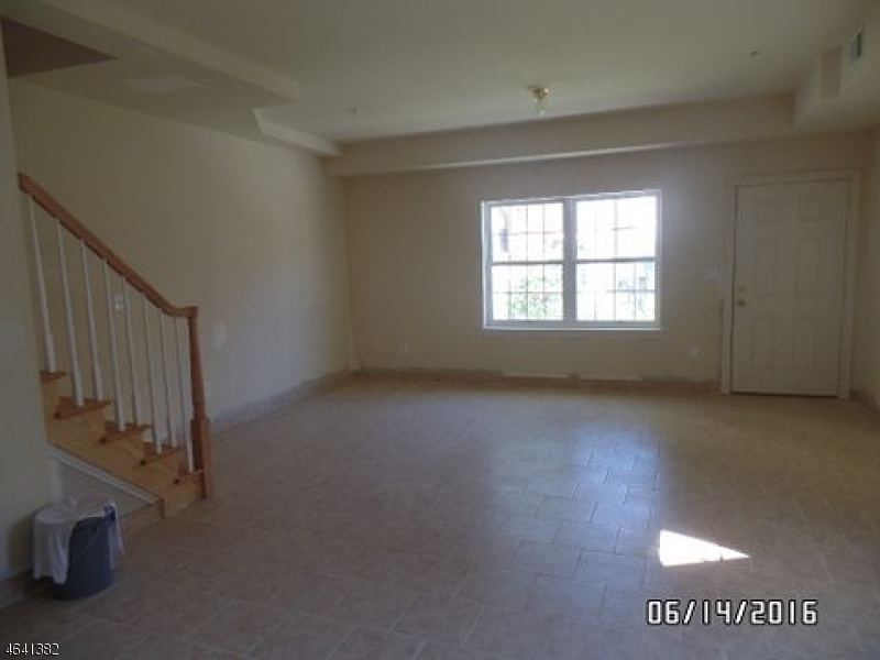 Additional photo for property listing at 315 John Street  Elizabeth, 新泽西州 07202 美国