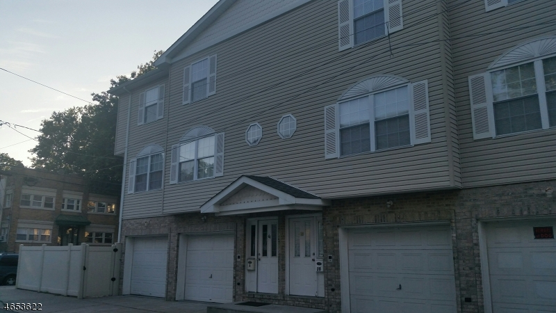 Additional photo for property listing at 44 Van Winkle Avenue  Passaic, New Jersey 07055 États-Unis