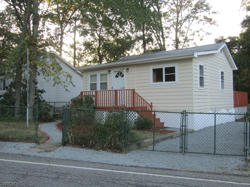 Additional photo for property listing at 4 Northwestern Trail  Hopatcong, Nueva Jersey 07843 Estados Unidos