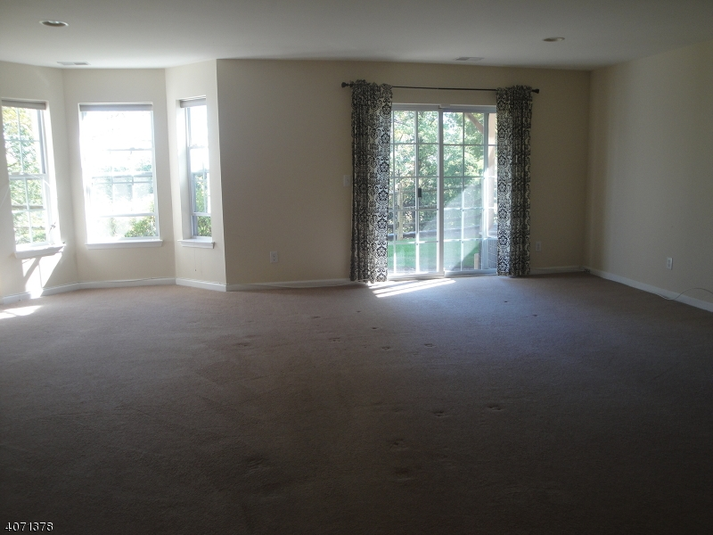 Additional photo for property listing at 3037 KING Court  Dunellen, 新泽西州 08812 美国