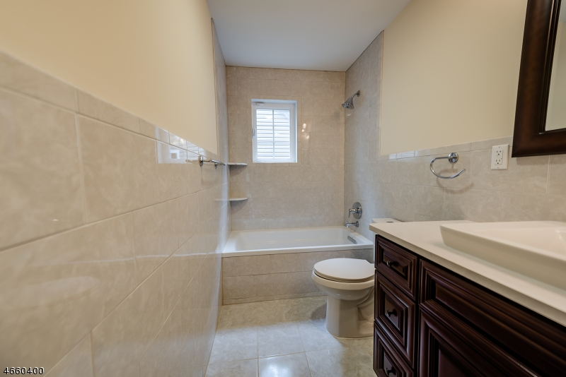 Additional photo for property listing at 1083 Azalea Road  Union, New Jersey 07083 États-Unis