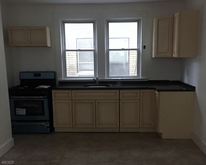 Additional photo for property listing at 30 Dodd Street  East Orange, New Jersey 07017 États-Unis