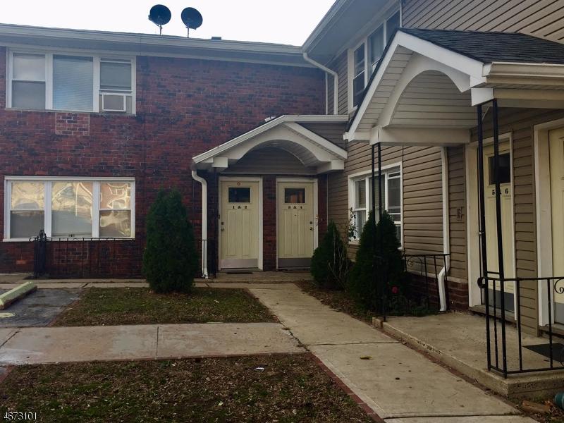 Maison unifamiliale pour l Vente à 2215 Grand Avenue North Bergen, New Jersey 07047 États-Unis