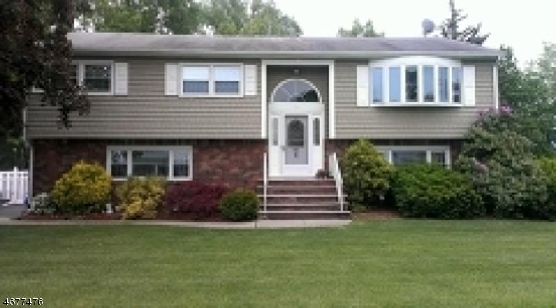 独户住宅 为 销售 在 43 Donna Drive Fairfield, 07004 美国