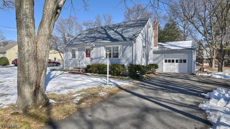 Частный односемейный дом для того Продажа на 124 Boulevard Pequannock, 07440 Соединенные Штаты