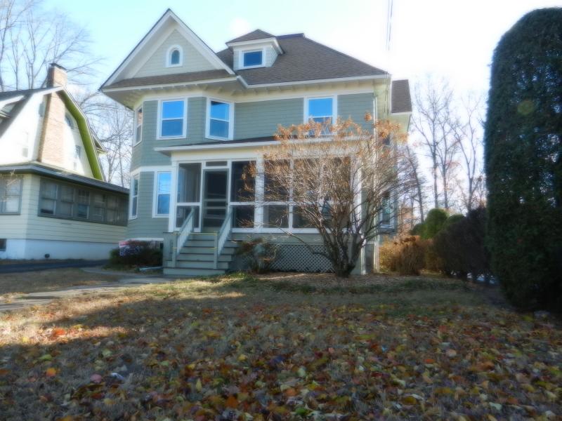 Частный односемейный дом для того Аренда на 192 North Ave East Cranford, Нью-Джерси 07016 Соединенные Штаты