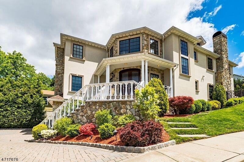 Maison unifamiliale pour l Vente à 34 S Midland Avenue Kearny, New Jersey 07032 États-Unis