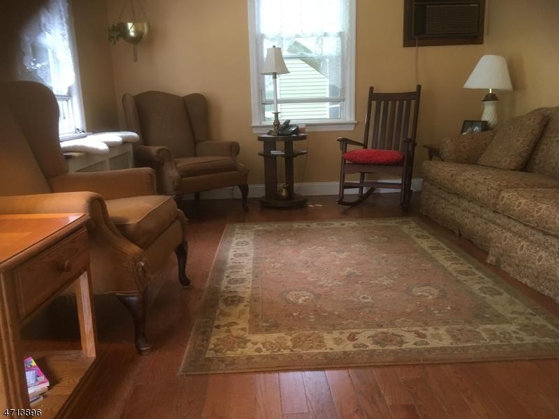 Maison unifamiliale pour l Vente à 109 Holland Avenue New Milford, New Jersey 07646 États-Unis