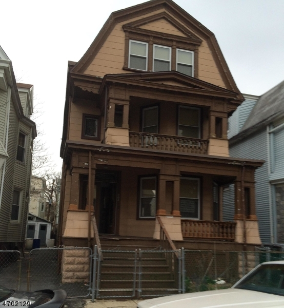 Частный односемейный дом для того Аренда на 202 Amherst Street East Orange, Нью-Джерси 07018 Соединенные Штаты
