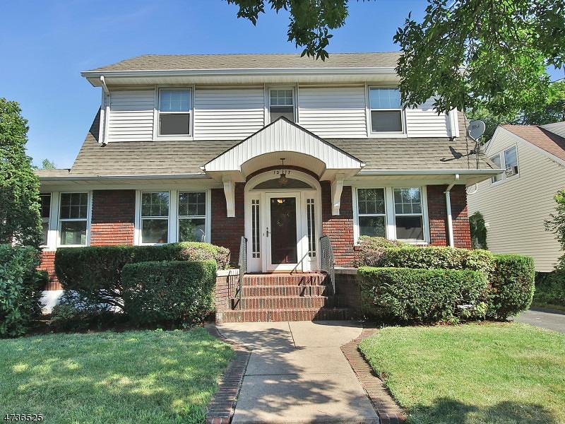 独户住宅 为 销售 在 12-17 Morlot Ave, 1X 费尔劳恩, 新泽西州 07410 美国