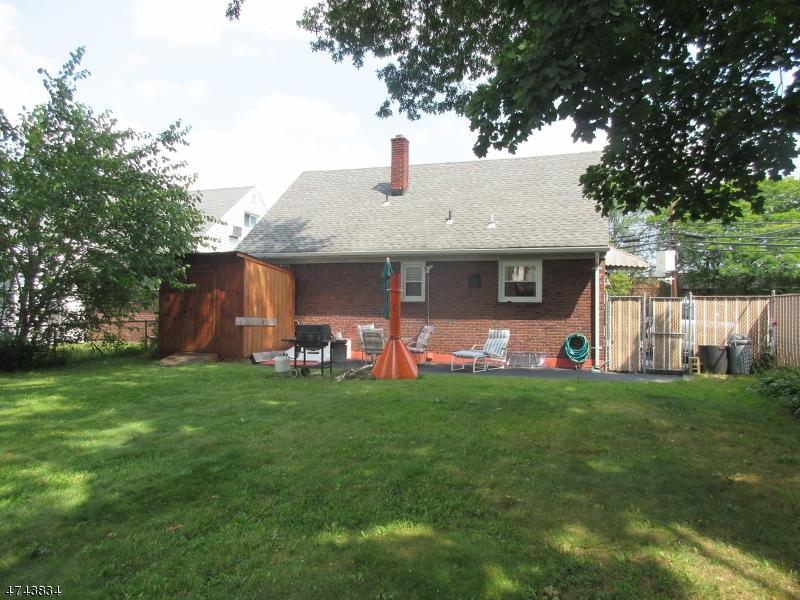 Частный односемейный дом для того Продажа на 328 Molo Blvd Elmwood Park, Нью-Джерси 07407 Соединенные Штаты