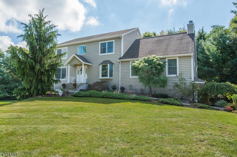 Maison unifamiliale pour l Vente à 12 Ryan Ln , Pequannock, New Jersey 07444 États-Unis