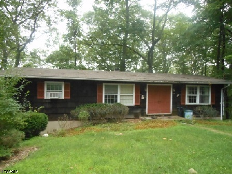 Einfamilienhaus für Verkauf beim 19 Winding Way 19 Winding Way Andover Township, New Jersey 07821 Vereinigte Staaten