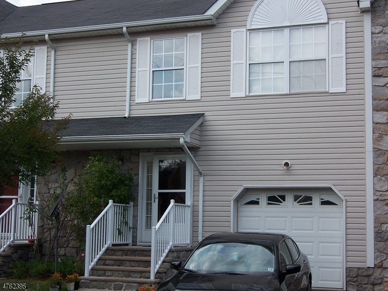 Частный односемейный дом для того Аренда на 21 JILL Court Franklin, Нью-Джерси 08873 Соединенные Штаты