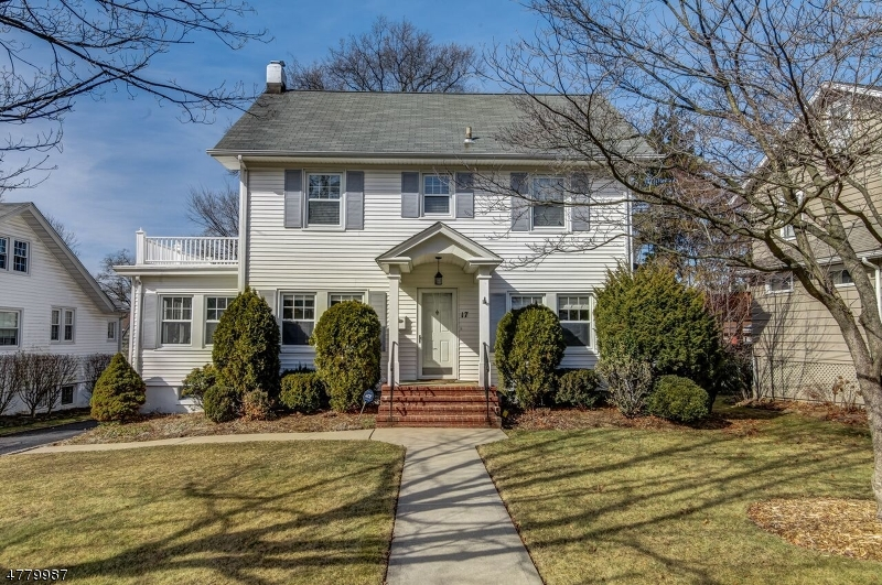 Single Family Home for Sale at 17 Grover Lane Caldwell, New Jersey 07006 United States