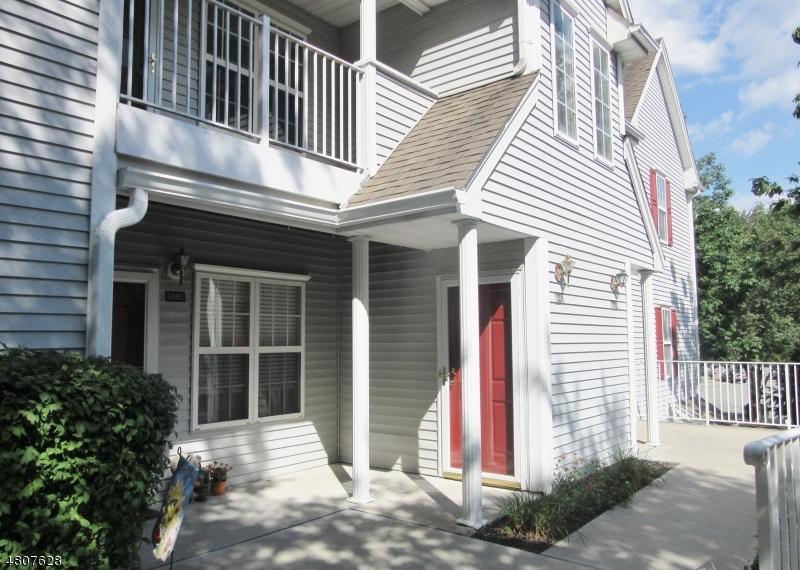 Condo / Townhouse pour l à louer à 5003 Tudor Drive Pequannock, New Jersey 07444 États-Unis