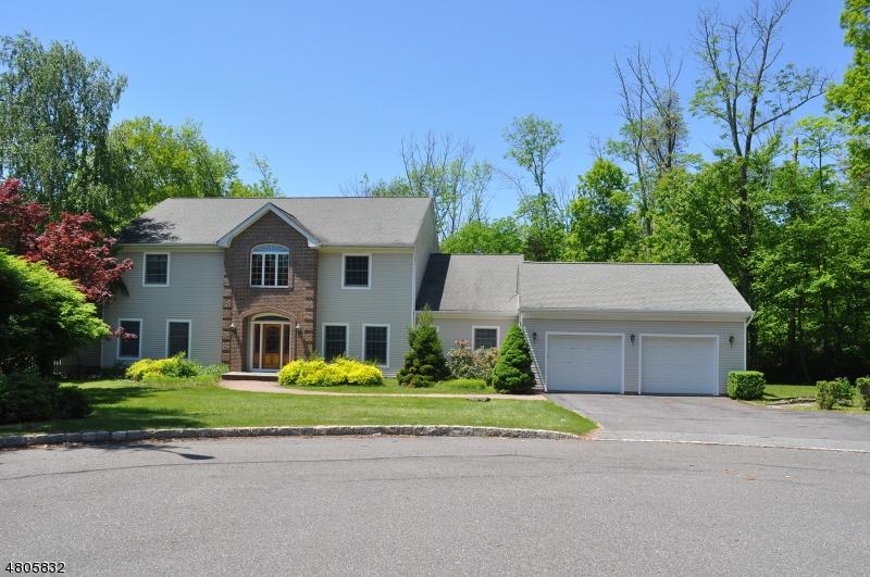 Enfamiljshus för Försäljning vid 9 Nuthatch Court Allamuchy, New Jersey 07840 Usa