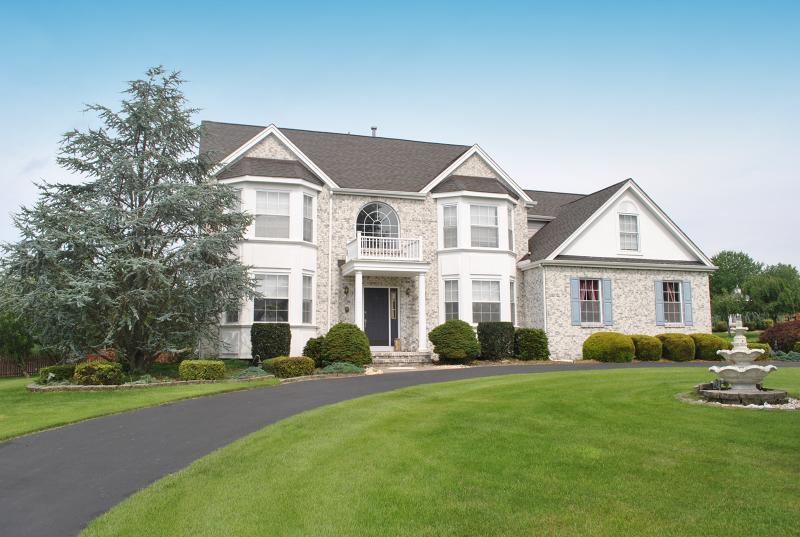 Частный односемейный дом для того Продажа на 10 FIELDHEDGE Lane Lopatcong, Нью-Джерси 08865 Соединенные Штаты