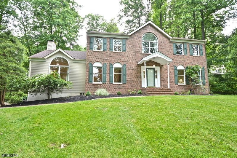 独户住宅 为 销售 在 2 Michaels Court 阿斯伯里, 新泽西州 08802 美国