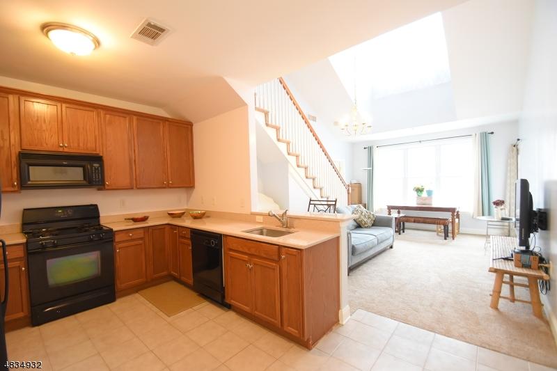 Condo / Townhouse pour l à louer à 1409 WHARTON Court Riverdale, New Jersey 07457 États-Unis