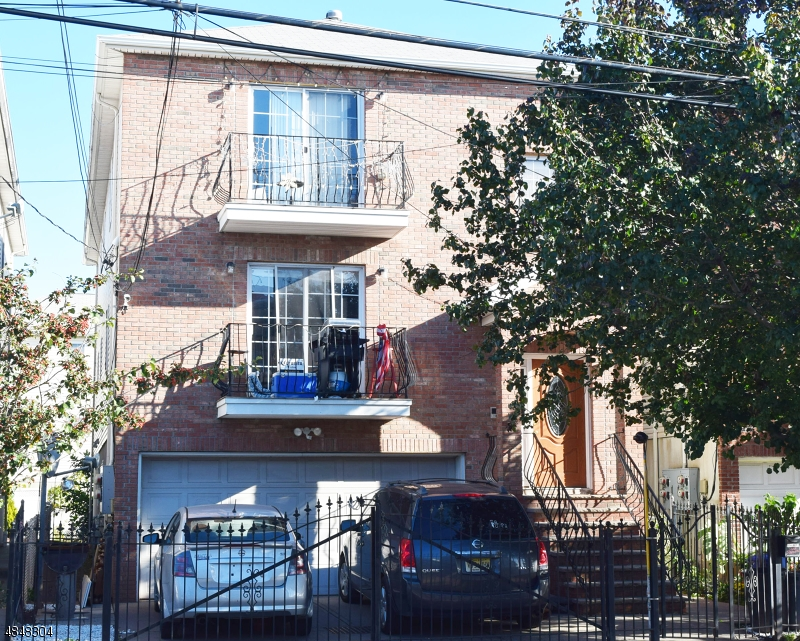 Villas / Townhouses for Sale at 43 GOBLE ST Newark, New Jersey 07114 United States