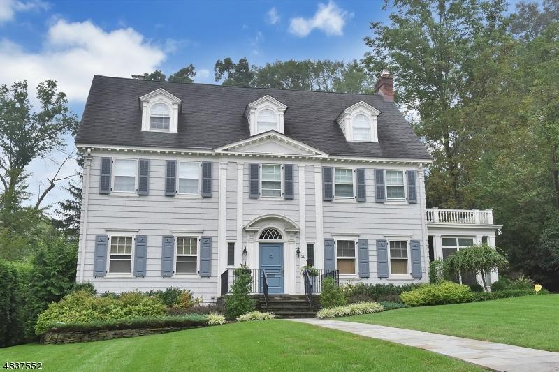 Частный односемейный дом для того Продажа на 20 HOBURG Place Montclair, Нью-Джерси 07042 Соединенные Штаты
