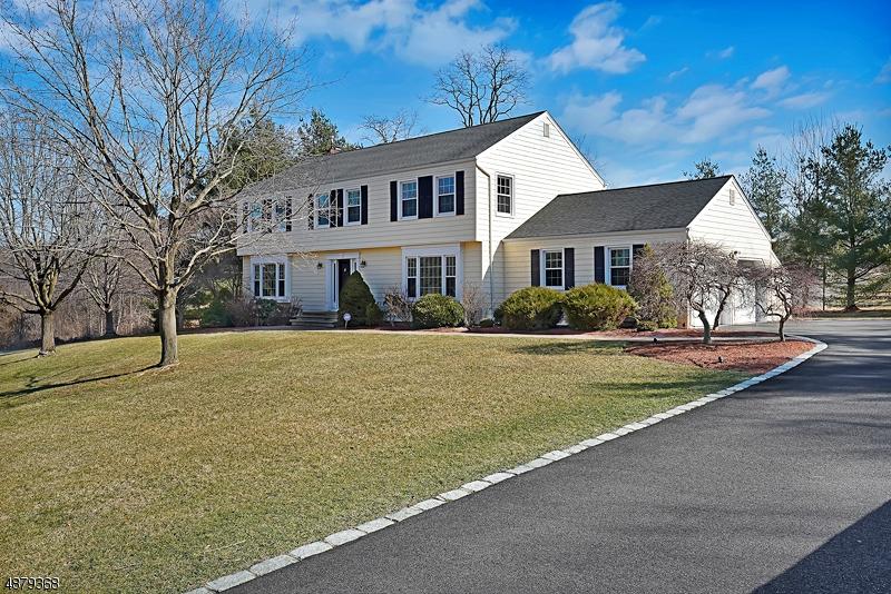 Частный односемейный дом для того Продажа на 15 FENVIEW Road Long Hill, Нью-Джерси 07933 Соединенные Штаты