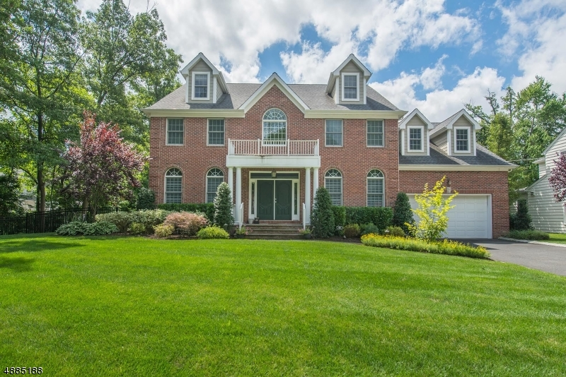 Single Family Home for Sale at 60 LINDEN PL 60 LINDEN PL Summit, New Jersey 07901 United States