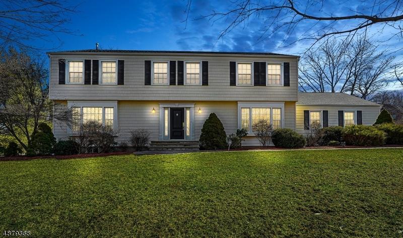Maison unifamiliale pour l Vente à 15 FENVIEW Road Long Hill, New Jersey 07933 États-Unis