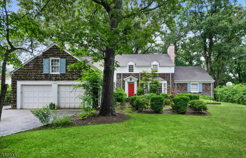 Single Family Homes für Verkauf beim Caldwell, New Jersey 07006 Vereinigte Staaten