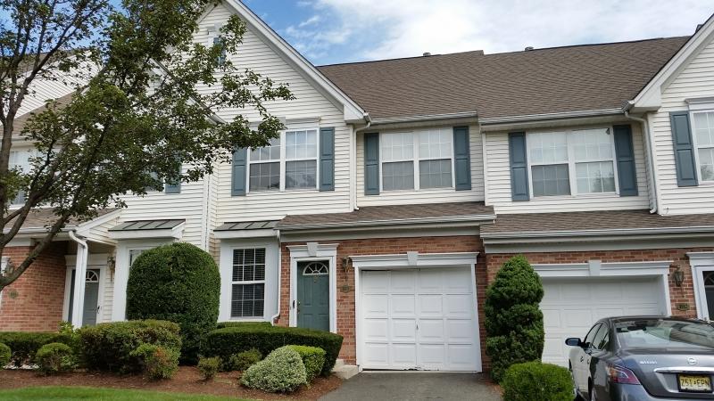 Maison unifamiliale pour l Vente à 103 Cambridge Drive Nutley, New Jersey 07110 États-Unis