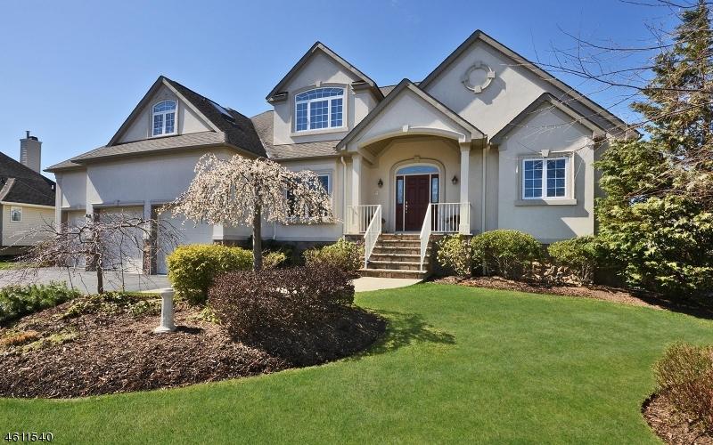 Maison unifamiliale pour l Vente à 1 Rock Oak Court Hamburg, New Jersey 07419 États-Unis