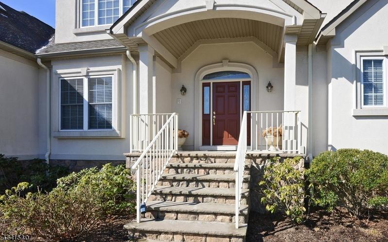 Additional photo for property listing at 1 Rock Oak Court  Hamburg, New Jersey 07419 États-Unis
