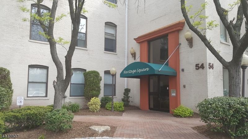 Maison unifamiliale pour l Vente à 54 W Cherry Street Rahway, New Jersey 07065 États-Unis