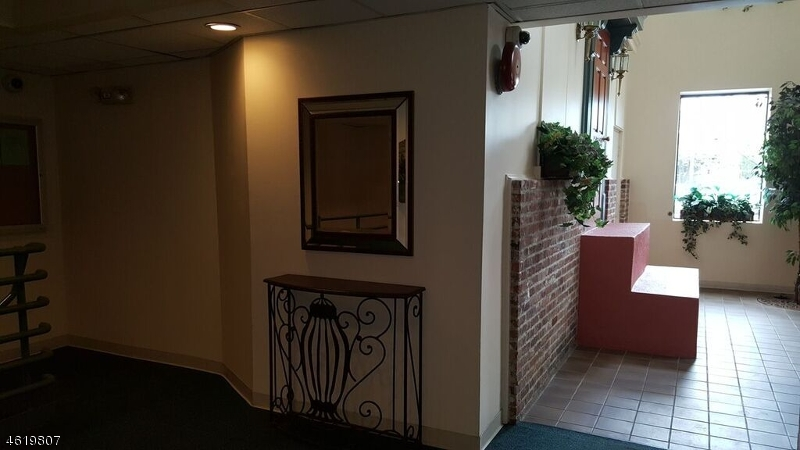 Additional photo for property listing at 54 W Cherry Street  Rahway, New Jersey 07065 États-Unis