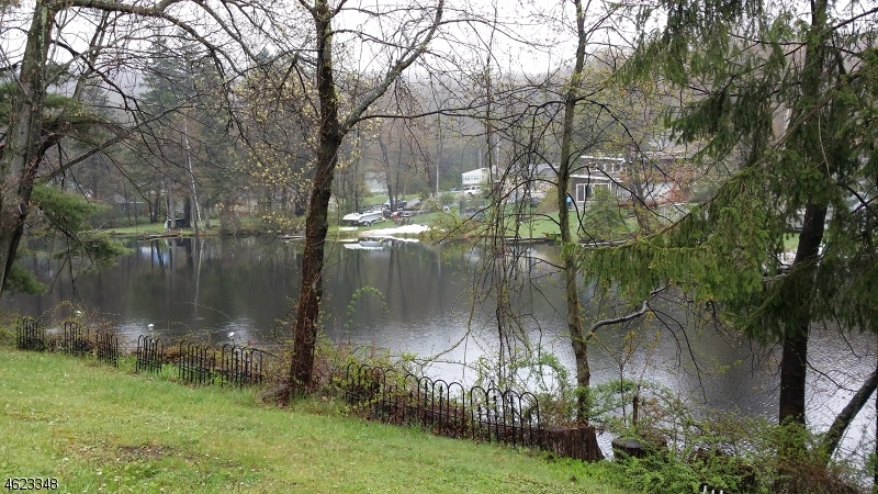Additional photo for property listing at 48 Landing Road  Hewitt, New Jersey 07421 États-Unis