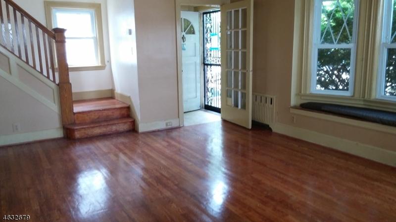 Частный односемейный дом для того Продажа на 12-14 IVY Street Newark, Нью-Джерси 07106 Соединенные Штаты