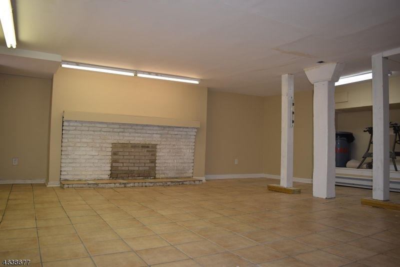 Additional photo for property listing at 14 W MAIN Street  Clinton, Nueva Jersey 08809 Estados Unidos