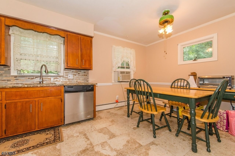 Additional photo for property listing at 46 Allison Avenue  Newfoundland, Nueva Jersey 07435 Estados Unidos