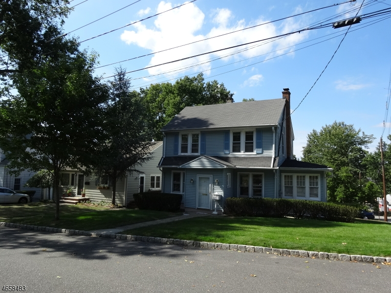 Casa Unifamiliar por un Venta en 51 Fitzrandolph Road West Orange, Nueva Jersey 07052 Estados Unidos
