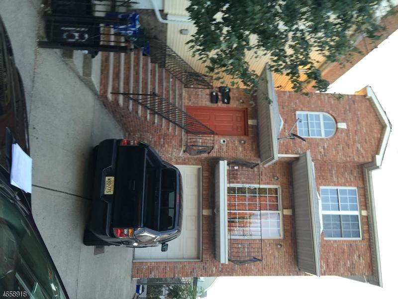 Многосемейный дом для того Продажа на 18 Triton Ter Newark, Нью-Джерси 07104 Соединенные Штаты