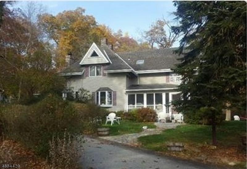 Частный односемейный дом для того Продажа на 1 W Shore Road Bloomingdale, 07403 Соединенные Штаты