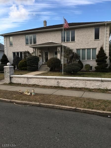 Casa Unifamiliar por un Alquiler en 145 Linden Avenue Elmwood Park, Nueva Jersey 07407 Estados Unidos