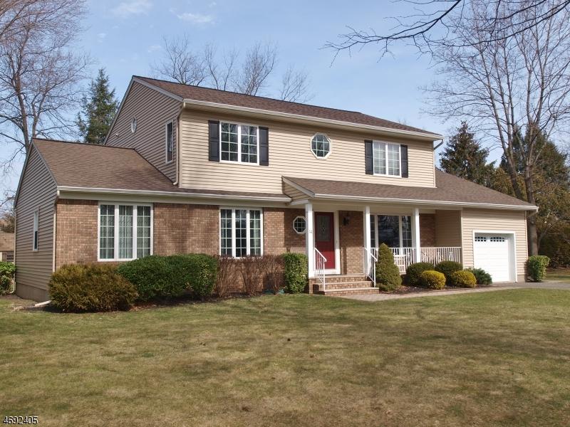 Частный односемейный дом для того Продажа на 14 Daria Drive Pequannock, 07440 Соединенные Штаты