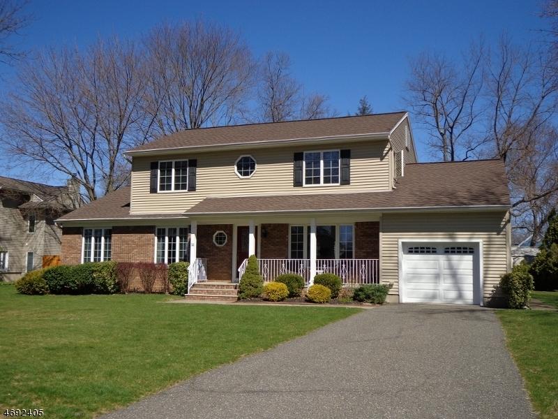 Частный односемейный дом для того Продажа на 14 Daria Drive Pequannock, Нью-Джерси 07440 Соединенные Штаты